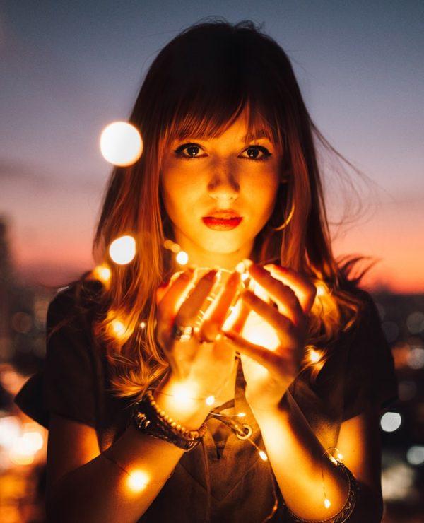 devojka, sumrak, svetlucave tačke, šake, Promenite život nabolje - U 7 KORAKA!