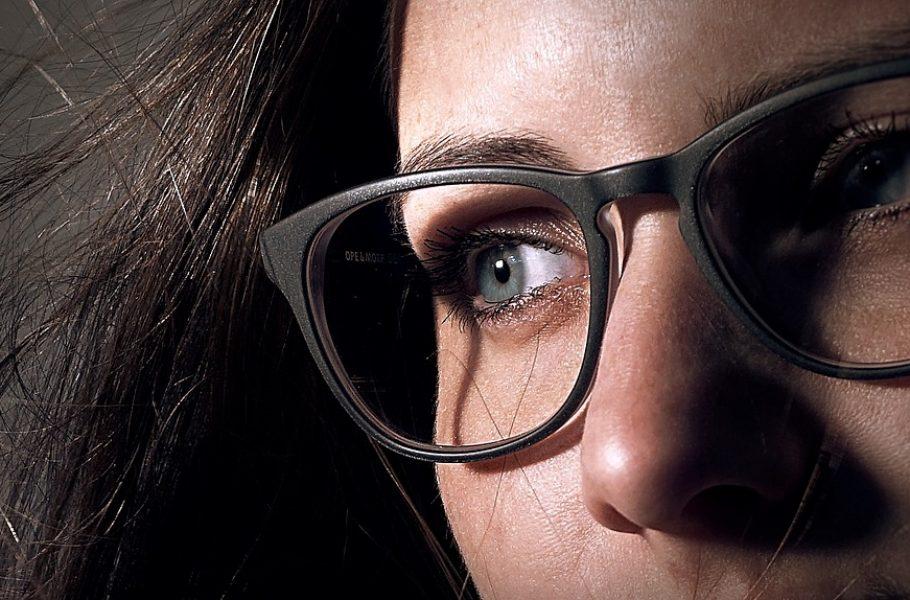 Oblik, boja, frizura, šminka: Odaberite prave naočare