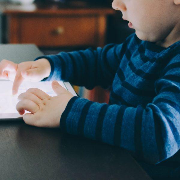 Kako kontrolisati koliko je dete online i da li je to moguće
